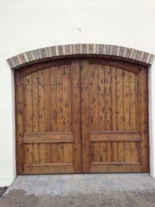 custom-wood-garage-door-reclaimed-brick-arch-phoenix-arcadia-773x1030