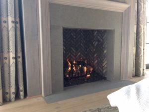 standard-fireplace-with-expansive-accent-1030x773